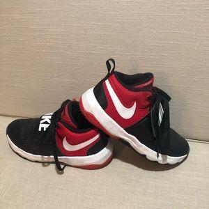 Nike Team Hustle, yourh boys shoes sz 3.5Y